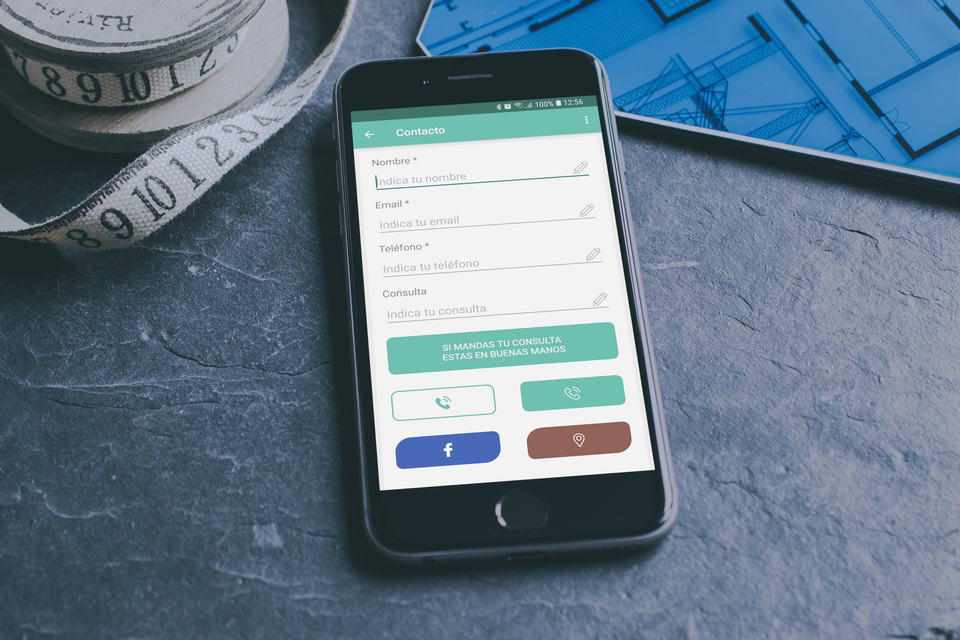 Pantalla de contacto nativa con campos predefinidos personalizables, botones de contacto adicionales de teléfonos, Google Maps, WhatsApp y redes sociales